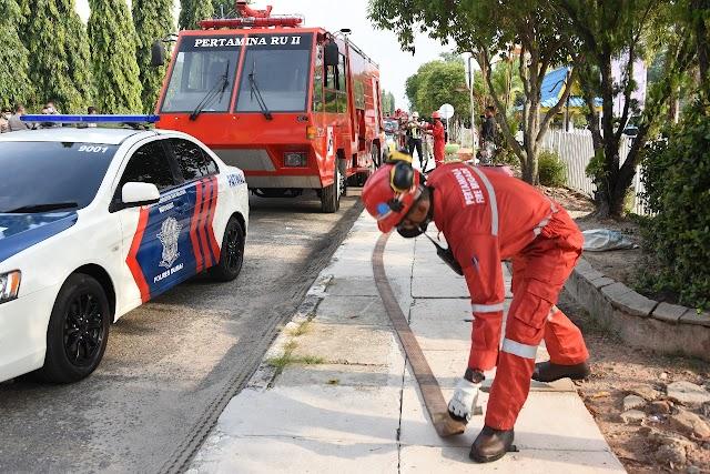 Pertamina RU II Kerahkan Mobil Damkar Bantu Program Disinfeksi Ruas Kota Dumai Cegah Covid-19