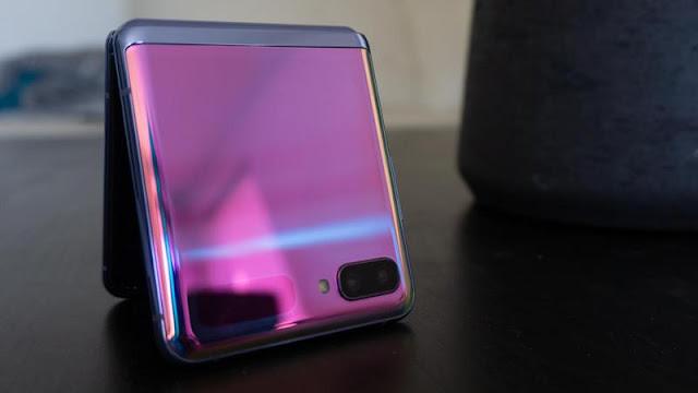 9. Samsung Galaxy Z Flip
