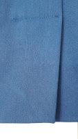 Hier zie je de achtersplit van een rok. Deze heeft dus wel een onderslag.