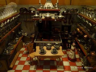 Κουκλόσπιτο του 19ου αιώνα. Από το μουσείο των παιχνιδιών στη Νυρεμβέργη / Doll house of the 19th century. From Nuremberg's Toy Museum
