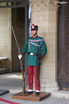 Le Guardie in uniforme al Palazzo Pubblico di San Marino