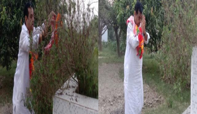 चिरैया के पूर्व विधायक अपने पैतृक गांव पहुंचते ही सबसे पहले अपने मां से लिया आशीर्वाद