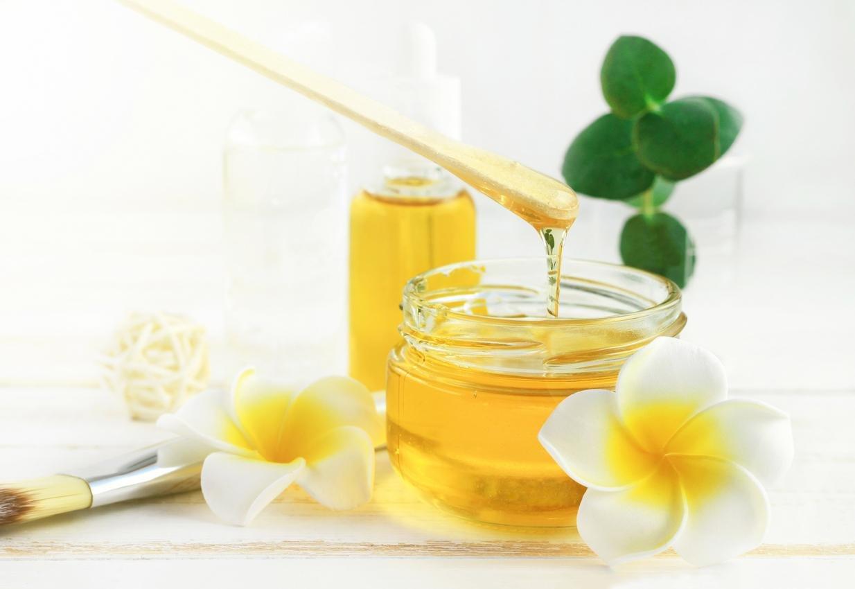 من أهم فوائد قناع العسل للوجه والجسم