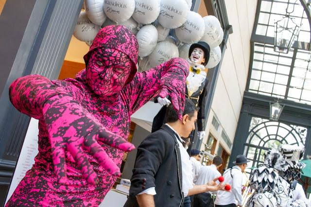 Mimico Surreal atração de Humor e Circo Produtora para evento de aniversario do Shopping Higienópolis em São Paulo.