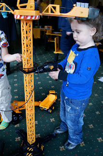 Ben fixing the crane with the drill, JCB Kids
