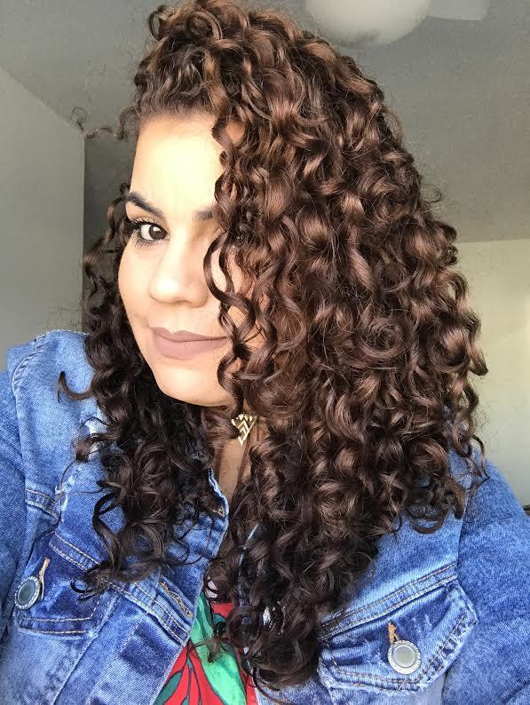 Meu cabelo após pintar e nutrir com a Maionese S.O.S Cachos!