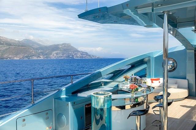 Luxurious vacation on the billionaires' superyacht