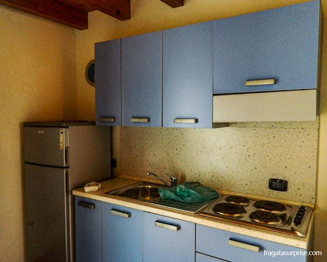 Cozinha de apartamento para aluguel de férias em Santa Maria, Ilha do Sal, Cabo Verde