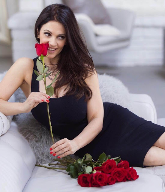 Denise-Milani-love-style-picture-with-rose