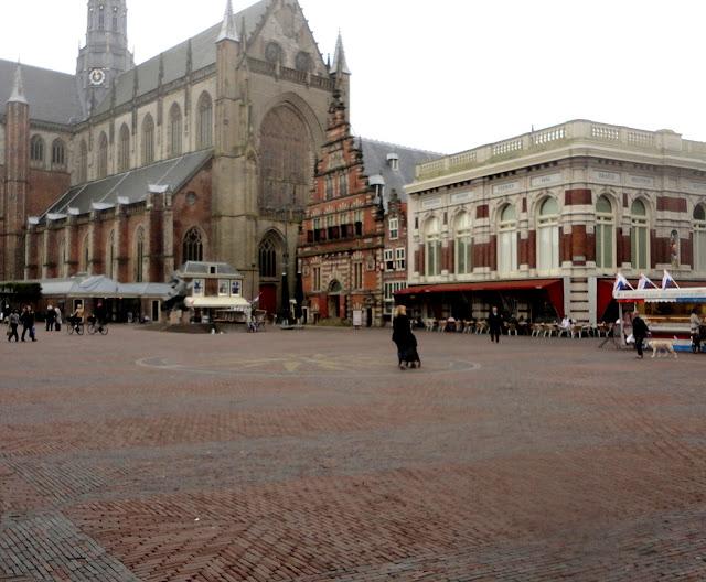 Grote Kerk, o Vleeshalo e o Verweyhal no Grote Markt O que ver em Haarlem Holanda