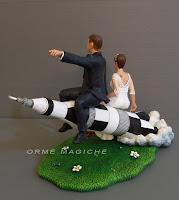 sposini cake topper su missile statuette su commissione orme magiche