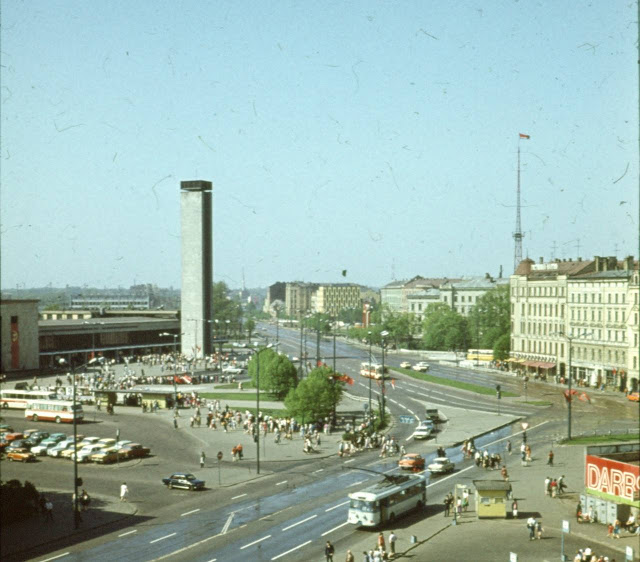 1980-е годы. Рига. Вид на Привокзальную площадь и перекресток улиц Сатеклес, Суворова и Меркеля.