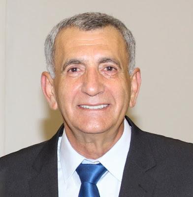 Prefeito reeleito de Campina da Lagoa alfineta oposição durante cerimônia de posse