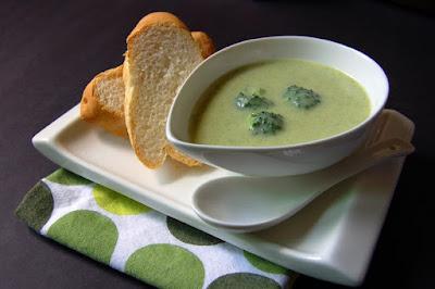 شوربة البروكلي والقرع الأخضر اللذيذة والصحية