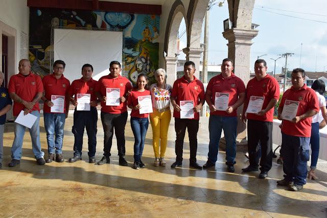 Bomberos Tlapacoyan recibe reconocimiento por  parte de la alcaldesa Ofelia Jarillo