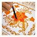 Mână ține o pensula si picteaza o floare - 17 Litere PixWords