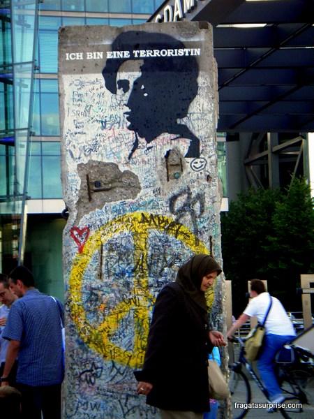 Muro de Berlim, grafite de Rosa Luxemburgo em Potsdamer Platz