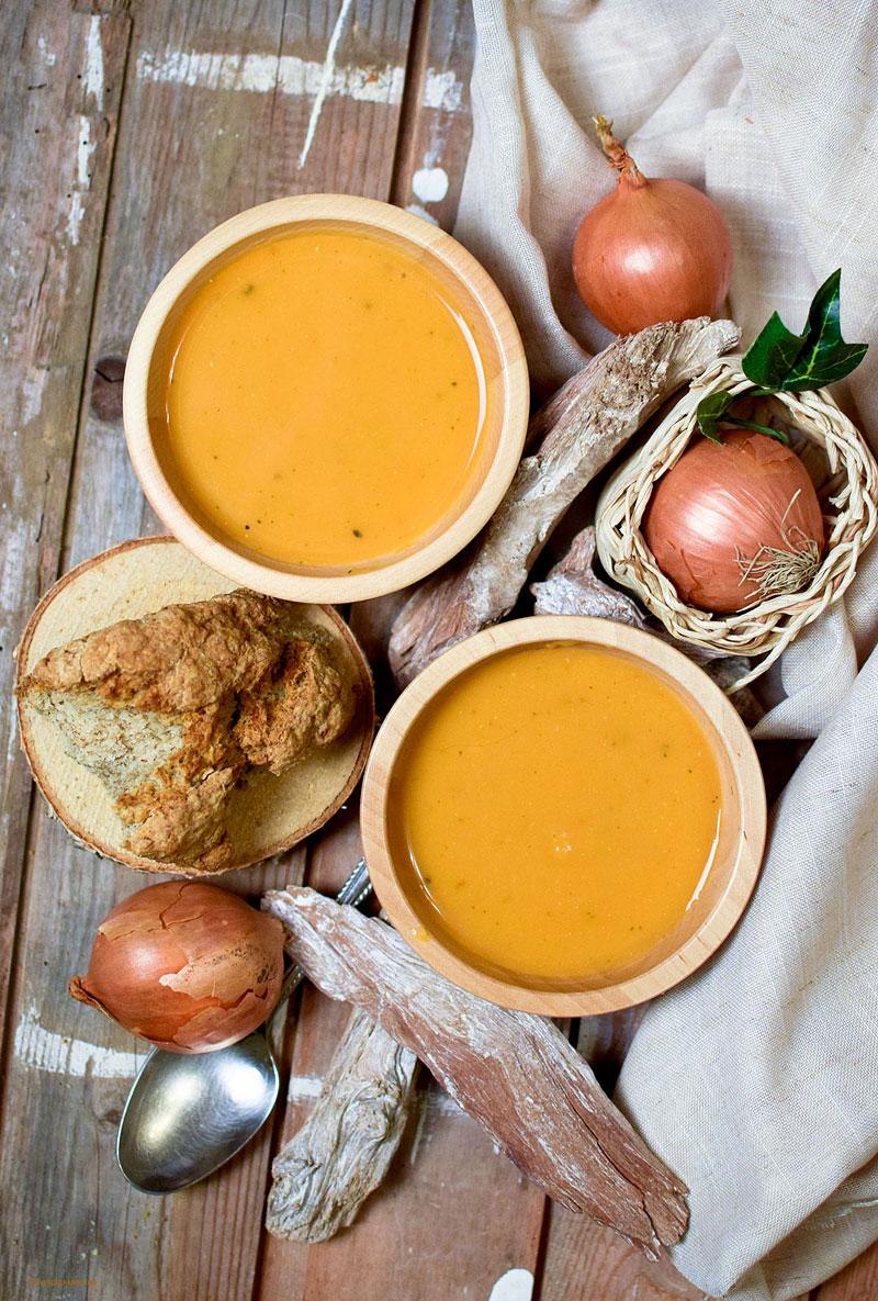 Leckere, schnelle, vegetarische Suppe aus Süßkartoffeln