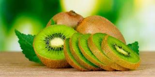 Buah cantik kiwi yang padat nutrisi