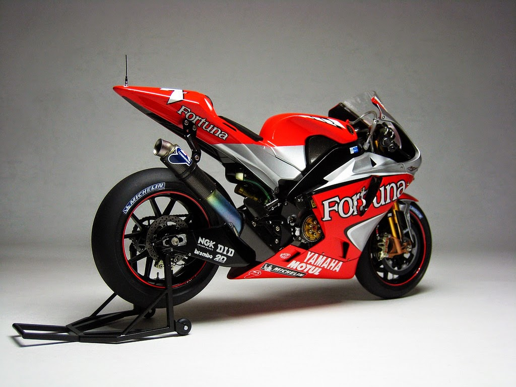 racing scale models yamaha yzr m1 c checa 2004 by luyan wen. Black Bedroom Furniture Sets. Home Design Ideas