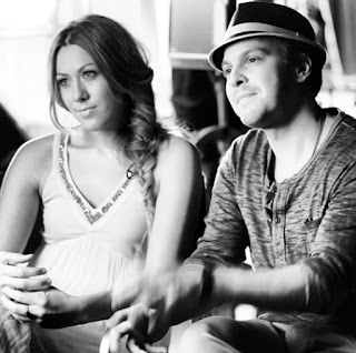Picture of Gavin DeGraw with his female friend