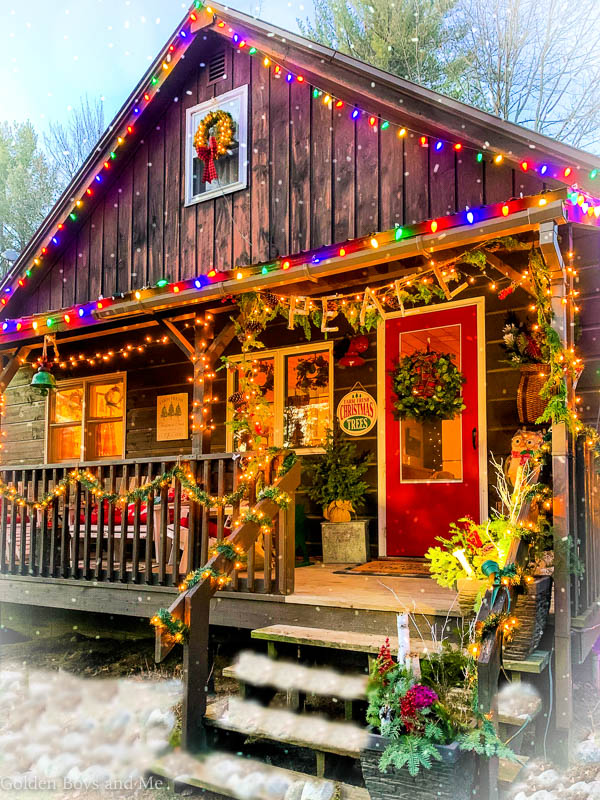 Cabin with Christmas decorations on the porch - www.goldenboysandme.com