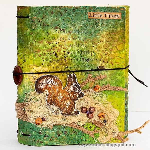 Layers of ink - In The Forest Wrapped Journal Tutorial by Anna-Karin Evaldsson. With stamps by Carabelle Studios and Sizzix dies by Eileen Hull and Tim Holtz.