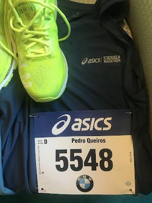 O primeiro quilómetro de uma maratona é tão incaracterístico que se torna  quase cómico. Milhares de pessoas com um ritmo diferente a tentar  conquistar o seu ... fd79994cf32c6