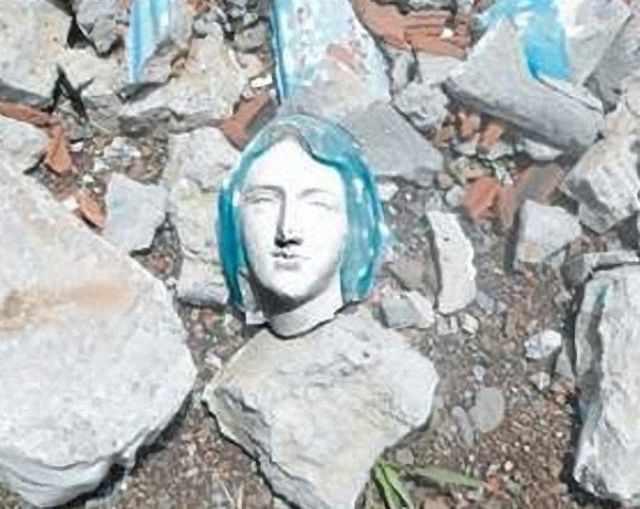 Atentado destruiu imagem de Nossa Senhora de Lourdes em Valparaiso, Antioquia, Colômbia