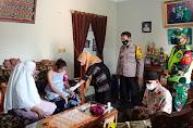 Beri Rasa Aman, Personel Polres Pandeglang Dampingi Nakes Laksanakan Vaksinasi ODGJ