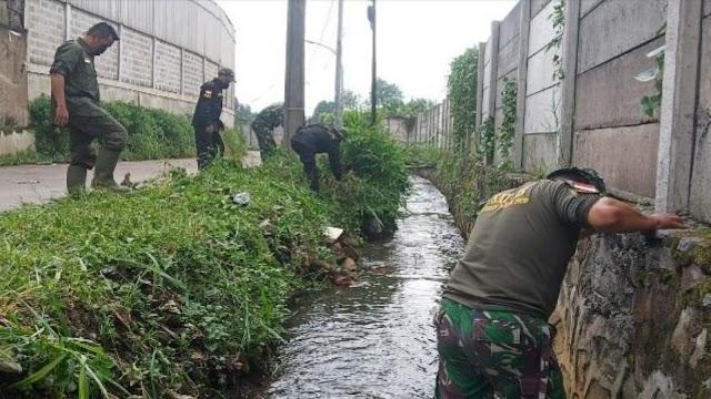 Jaga Kondisi Sungai, Satgas Sektor 21-13 Rutin Karya Bakti dan Patroli Sungai
