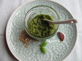 http://bijlon.blogspot.fr/2016/06/homemade-groene-pesto.html