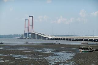 Fungsi jembatan Suramadu