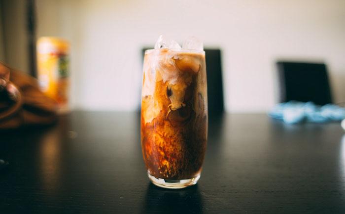 カラオケドリンクバーで水以外飲むとどうなるの?:アイスコーヒー