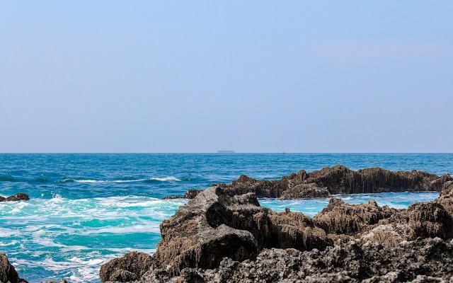 laut di tanjung layar banten