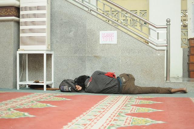 """5 Unbelievable """"SLEEPING ON THE FLOOR"""" Health Benefits!"""