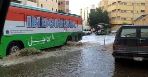 Banjir Landa Makkah Setelah Kemarin Diguyur Hujan Lebat