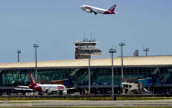 Lance mínimo de privatização de 12 aeroportos cai pela metade