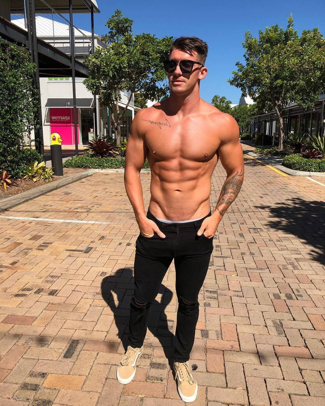 shirtless-muscle-bro-blake-williamson-pictures-black-sunglasses-arm-tattoo