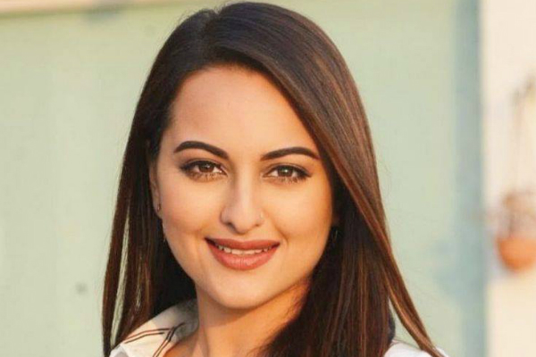 Sonakshi Sinha Wiki, Height, Weight, Age, Husband, Family and Biography