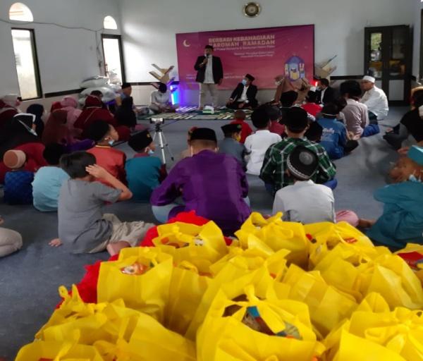 Alumni Daar El-Qolam 2 Santuni Anak Yatim Piatu di Balaraja