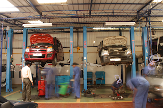 Car Repair Shop shared under Creative Common License from https://upload.wikimedia.org/wikipedia/commons/a/a8/CarService.JPG