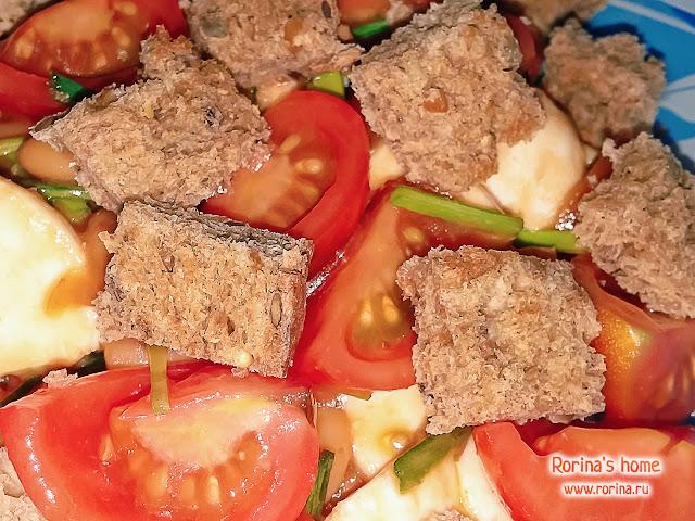 Быстрый салат с фасолью, сыром и помидорами: рецепт