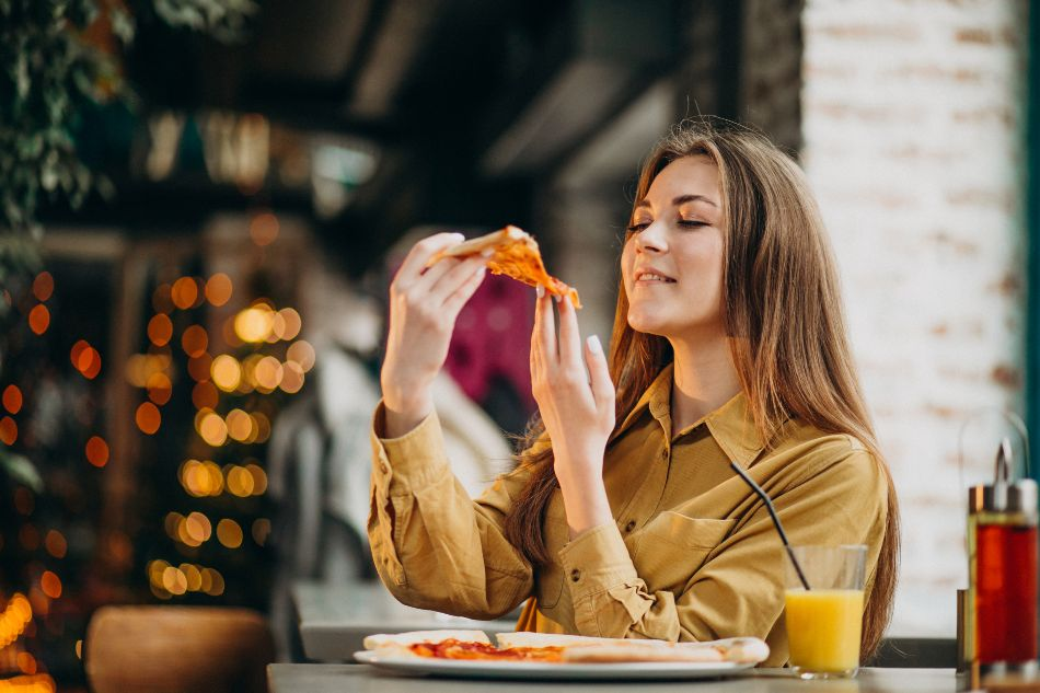 woman-eating-pizza