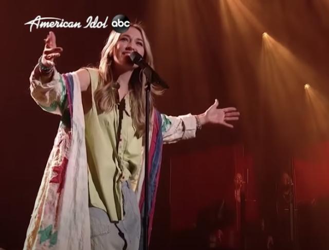 "Lauren Daigle apresenta, ""American Idol"" 10 anos eliminação"