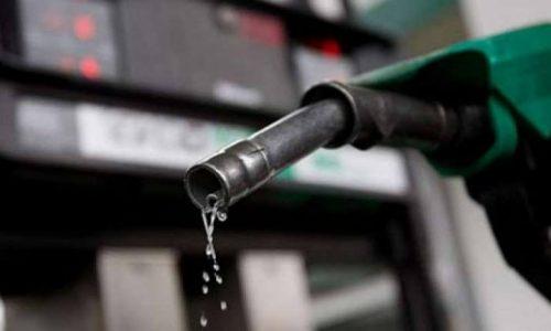 Πράσινο τέλος 0,03 ευρώ το λίτρο επιβάλλεται από την 1η Ιανουαρίου 2021 στο πετρέλαιο κίνησης diesel ως αντικίνητρο επιλογής του ρυπογόνου αυτού καυσίμου για χρήση από τον τομέα των μεταφορών, σύμφωνα με τροπολογία που κατατέθηκε στο στο σχέδιο νόμου «Εκσυγχρονισμός της Χωροταξικής και Περιβαλλοντικής Νομοθεσίας». Όπως αναφέρει σε ανακοίνωση του το υπουργείο Περιβάλλοντος και Ενέργειας, οι βασικές ρυθμίσεις της τροπολογίας έχουν ως εξής: