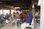 Anggota satgas TMMD Jantho, Bangun Komunikasi Humanis Dalam Berinteraksi Dengan Masyarakat Petani