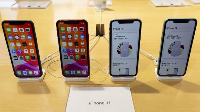"""Trump al jefe de Apple: """"El botón del iPhone era mucho mejor que el deslizamiento de los dedos"""""""