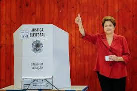 A foto mostra a Presidenta Dilma Rousseff na hora do seu voto  do segundo turno em 2014  na qual foi reeleita.