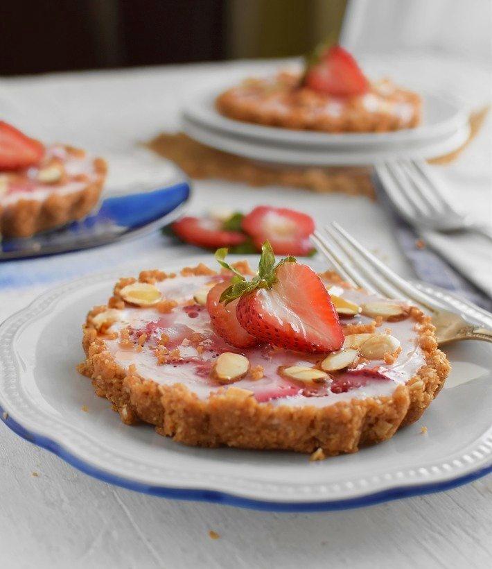 Pie de fresas con yogurt, no requiere horno, se prepara con sólo 5 ingredientes